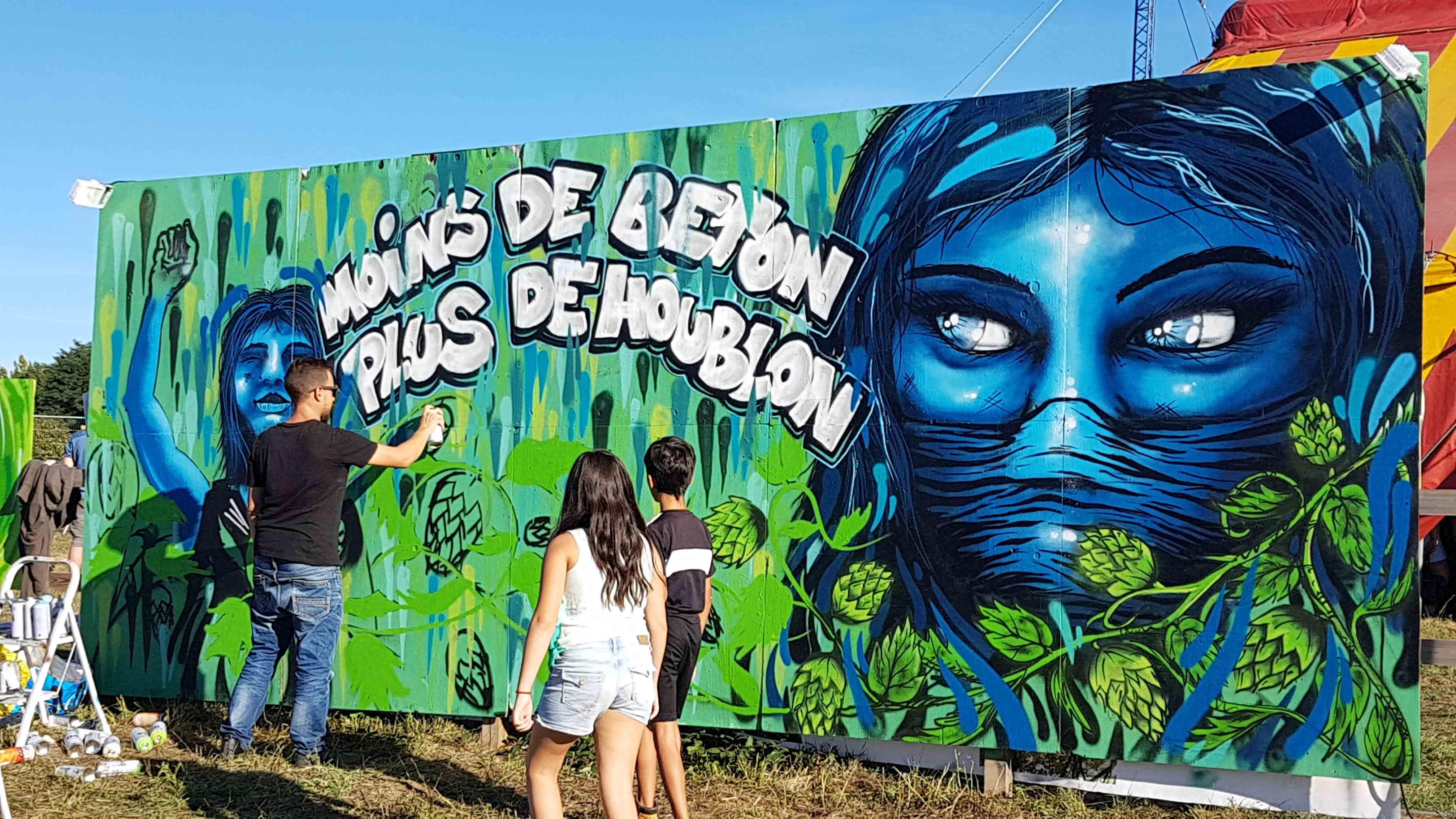 Graffiti tag moins de béton plus de houblon